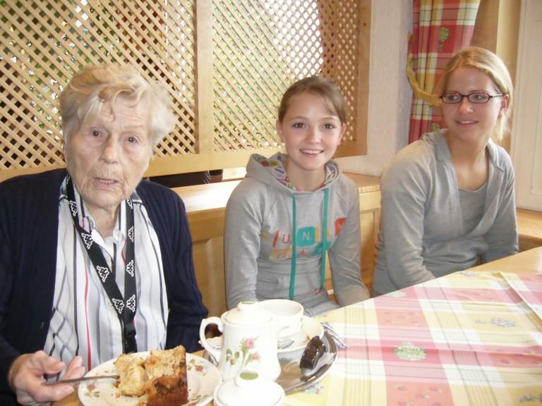 Gemeinsamer Ausflug in ein Café am Lech - big
