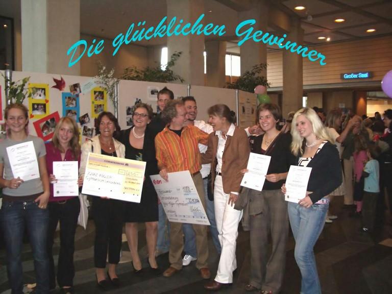 Die AG gewinnt den Jugendsozialpreis - big